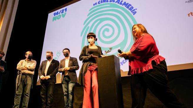 Itziar Castro y Claudia Riera recogen el Premio Filming Almería para 'Vis a Vis: el Oasis'