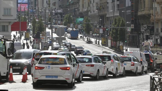 Varios taxis vacíos recorrían Madrid en octubre.