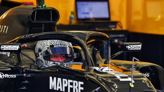 Fernando Alonso, en el Renault R18 durante un test