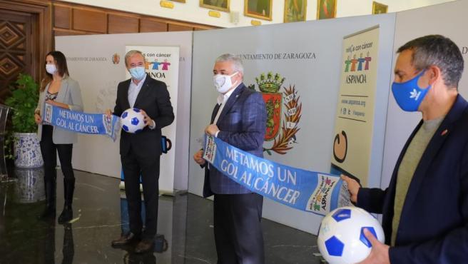 Aspanoa sustituye el partido de fútbol de veteranos por la venta de boletos con sorteo de balones y camisetas