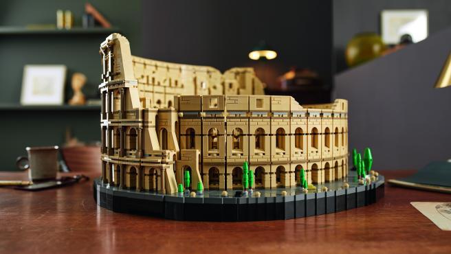 Imagen del Coliseo romano, hecho con piezas de Lego.