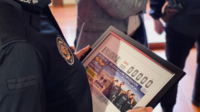 La ONCE dedica el cupón del día 16 a los 50 años de la incorporación de la mujer a la Policía Local de Córdoba.