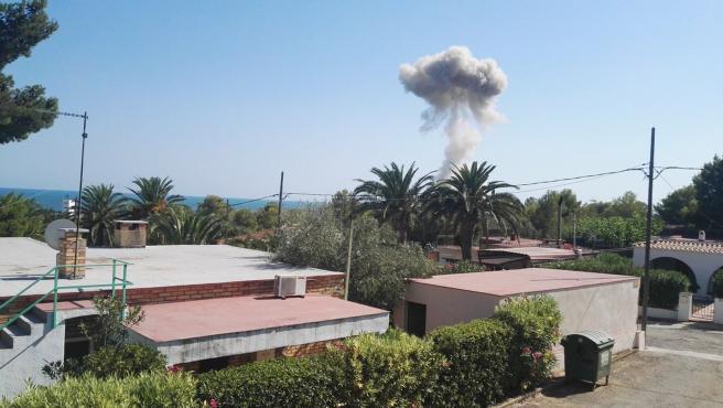 El humo que provocó la segunda explosión de Alcanar.
