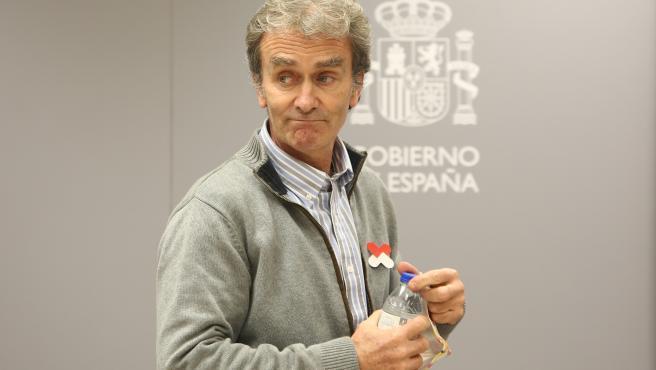 El director del Centro de Coordinación de Alertas y Emergencias Sanitarias (CCAES), Fernando Simón, ofrece una rueda de prensa para informar sobre la evolución de la pandemia de coronavirus, en el Ministerio de Sanidad, Madrid (España),