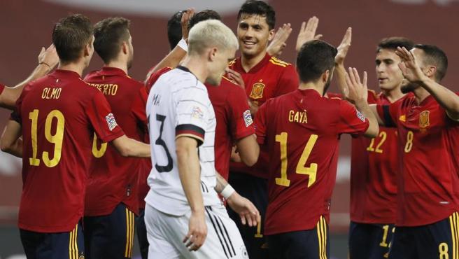 España le mete 6-0 a Alemania.