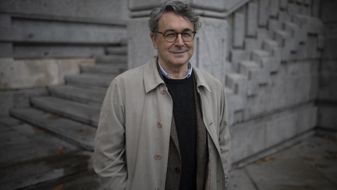 El escritor Andrés Trapiello, por las calles de Madrid.