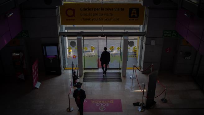 Entrada al Centro Comercial Las Arenas en Barcelona, Catalunya (España), a 29 de octubre de 2020. El Gobierno de la Generalitat ha anunciado hoy nuevas medidas para combatir el coronavirus. Entre ellas se incluye el cierre de centros comer