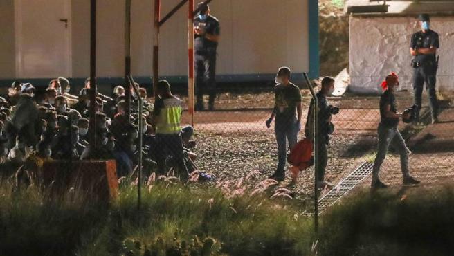 Los 200 inmigrantes trasladados desde Arguineguín ya se encuentran en el campamento de Barranco Seco.