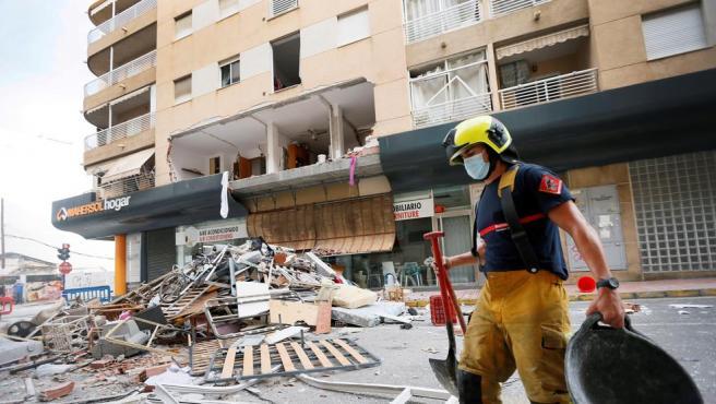 Vista de los escombros tras gran explosión de gas butano registrada en una vivienda de Torrevieja