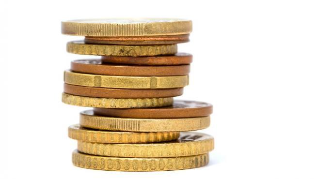 Monedas de oro apiñadas.
