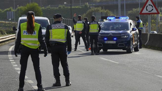 La Comunidad de Madrid se cerrará perimetralmente durante 10 días, desde las 00.00 horas del 4 de diciembre, viernes, hasta las 00.00 horas del lunes 14, según ha anunciado este viernes el viceconsejero de Salud Pública y Plan Covi-19 de la Comunidad de Madrid, Antonio Zapatero.