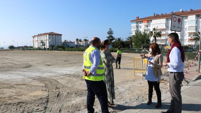Comienzan las obras de una nueva bolsa de aparcamiento en Torrox Costa