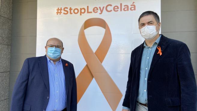 José Robles y Carlos Rojas, del PP, ante la sede provincial del partido