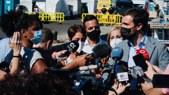 Casado, en su visita al puerto de Arguineguín, en Gran Canaria.
