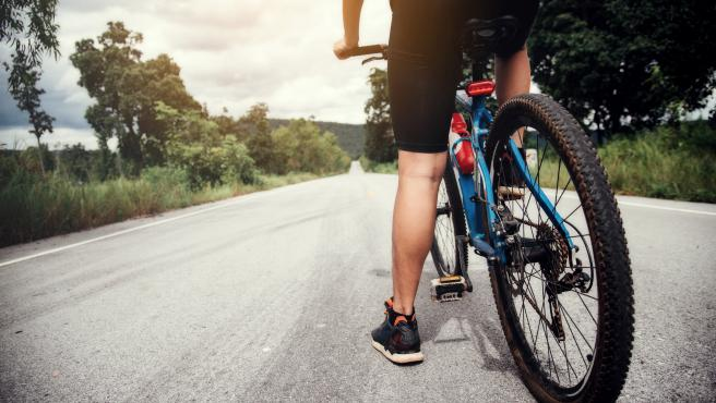 Imagen de recurso de un hombre en bicicleta.