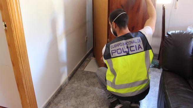 Nota De Prensa, Fotografía Y Video:' La Policía Nacional Interviene 16 Kilos De Marihuana En El Zulo De Un Chalet'