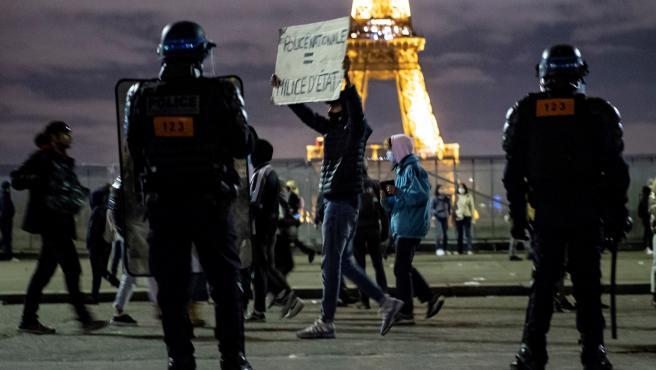 Protesta en París contra la ley de seguridad nacional.
