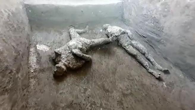Los dos cuerpos hallados en Pompeya.