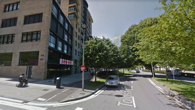 Un supermercado en la Avenida Tolosa de San Sebastián (Guipúzcoa), donde ha tenido lugar el robo.