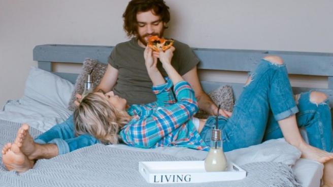 Así es cómo la comida afecta a tu relación de pareja (y a tu vida sexual).