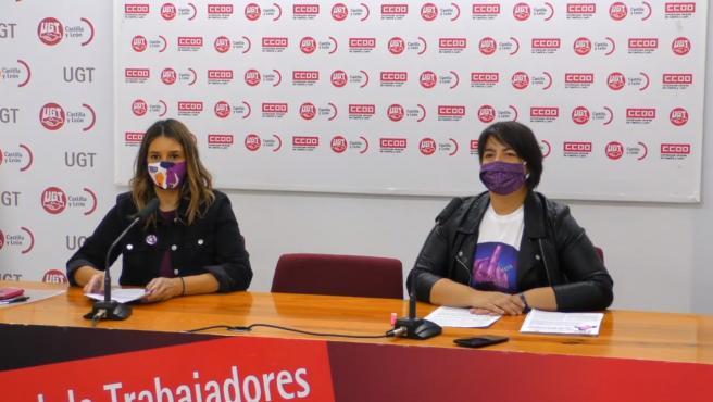 La secretaria de Igualdad y Juventud de UGT en Castilla y León, Ana Isabel Martín Díaz, (derecha) y la secretaria de Mujer y Políticas de Igualdad de CCOO en la Comunidad, Yolanda Martín Ventura, durante la rueda de prensa.