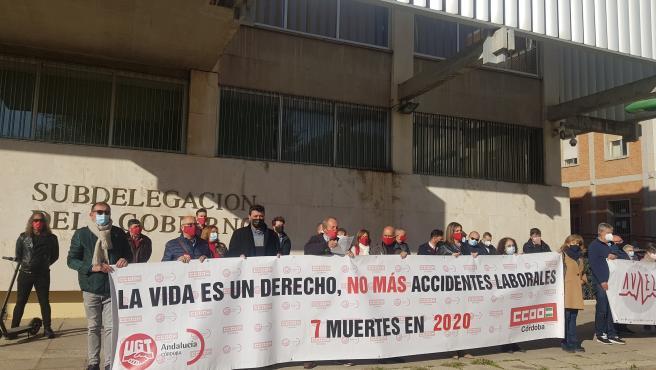 Concentración de UGT y CCOO contra la siniestralidad laboral ante la Subdelegación del Gobierno.
