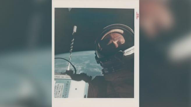 Primer autorretrato en el espacio: Buzz Aldrin en 1966.