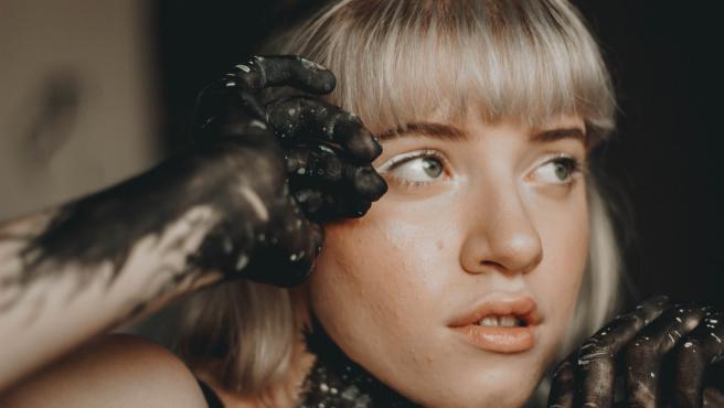 Durante siglos las mujeres se han sometido a procedimientos dolorosos para ser bellas.