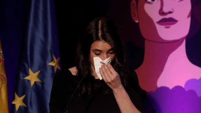 Irene Montero rompe a llorar en un acto de homenaje por el 25-N, el Día de la Eliminación de la Violencia de Género.