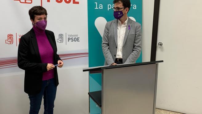 Los portavoz de VTLP, María Sánchez; y PSOE, Pedro Herrero.