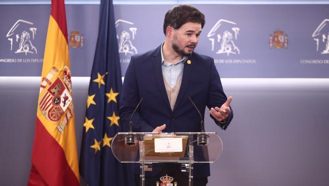 El portavoz de ERC en el Congreso, Gabriel Rufián, interviene en una rueda de prensa posterior a la Comisión de Presupuestos en el Congreso de los Diputados, en Madrid, (España), a 24 de noviembre de 2020.