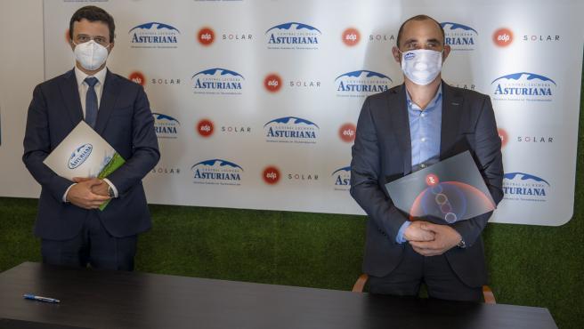 El presidente de Central Lechera Asturiana, Alberto Álvarez, y el diirector Comercial de EDP España, Miguel Fonseca.