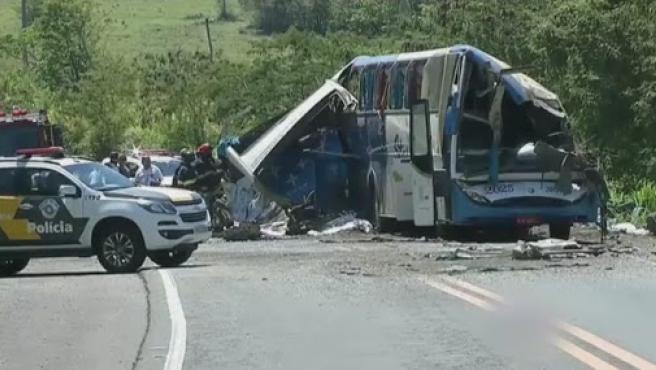 Estado en el que quedó el autobús tras el accidente.