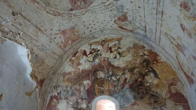 Pinturas murales en las iglesias de origen románico de Restiello y Santa María de las Villas, situadas en el concejo de Grado.