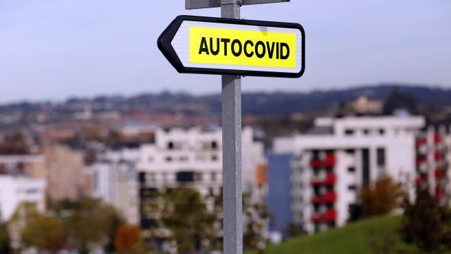 """Realización de test para la detección del coronavirus en el """"Autocovid"""" del Hospital Universitario Central de Asturias (HUCA). Oviedo (Asturias), 11/11/2020"""