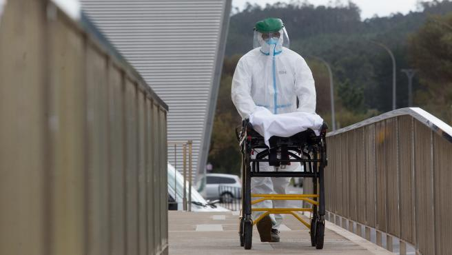 San Cibrao, Lugo. Mas de 50 personas contagiadas con el coronavirus Covid19 en la Residencia de Dia de San Cibrao, en Cervo, Lugo. En la jornada de ayer dos usuarios fallecieron a causa del contagio. Las Residencias de mayores se estan reve