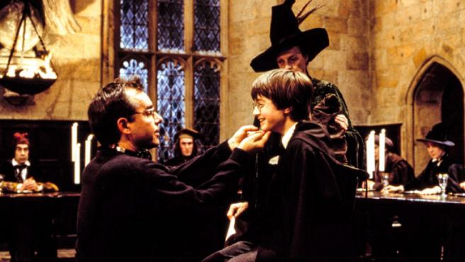 Christopher Columbus y Daniel Radcliffe durante el rodaje de 'La piedra filosofal'