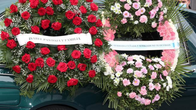 Corona de Isabel Pantoja en el funeral de Manuel Rosales.