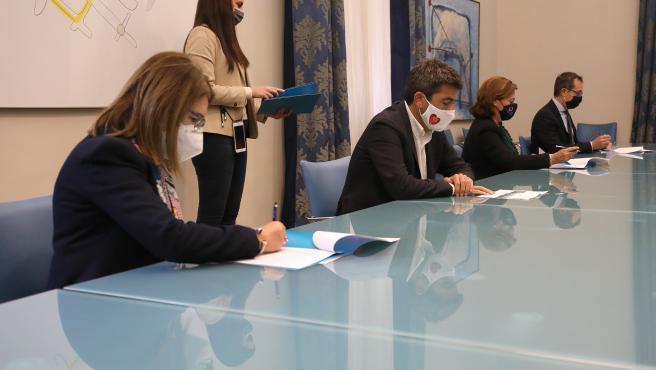 La Diputación renueva los convenios con la UA y la UMH para la realización de prácticas académicas de sus alumnos