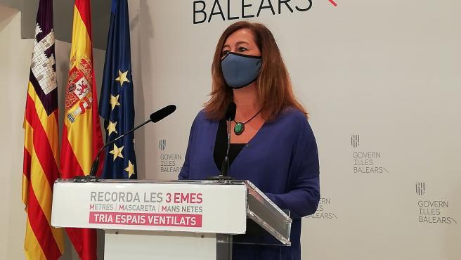 La presidenta del Govern, Francina Armengol, anuncia un nuevo sistema de niveles de alerta sanitaria en Baleares, en rueda de prensa en el Consolat de Mar.