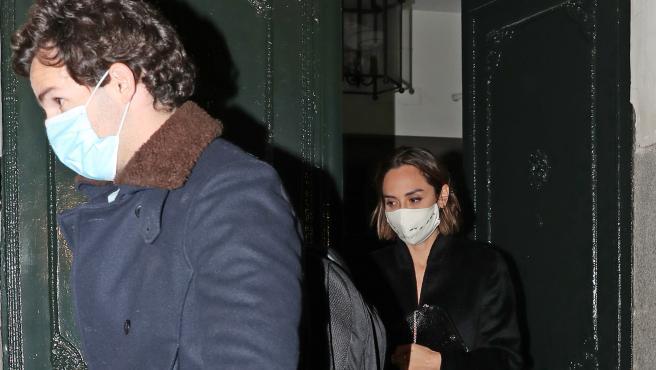Tamara Falcó e Iñigo Onieva, saliendo de madrugada de una casa de Madrid.
