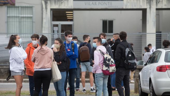 Viveiro, Lugo. Comienzo de la Abau, la prueba de acceso a la Universidad, en el IES Vilar Ponte. Este ano esta marcada por la pandemia de la Covid19. En A Marina de Lugo, cerrada durante cinco dias por el rebrote del coronavirus desde este