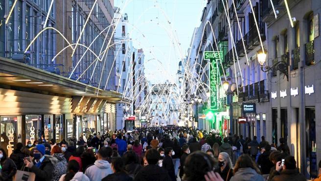 Imagen que presentaba la calle Preciados de Madrid este domingo.