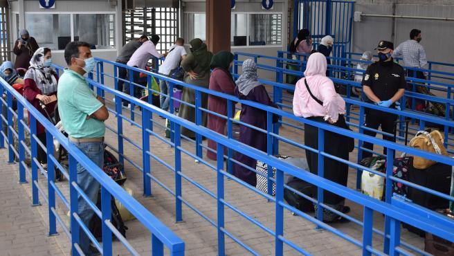 Repatriación de ciudadanos marroquíes en la frontera de Melilla.