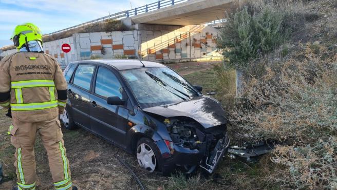Rescatado un hombre tras quedar atrapado en su coche al sufrir un accidente en la A-23.
