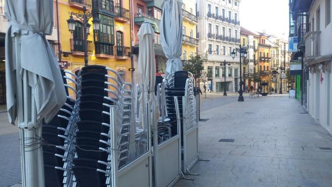 Bares, terrazas, cierre de actividad no esencial en Avilés, Asturias.