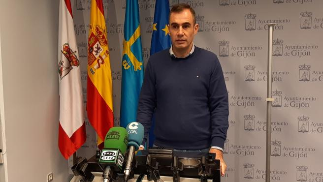 El concejal de Ciudadanos en el Ayuntamiento de Gijón Rubén Pérez Carcedo, en rueda de prensa en el Consistorio