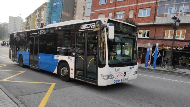 Autobús urbano, transporte público en Oviedo, TUA