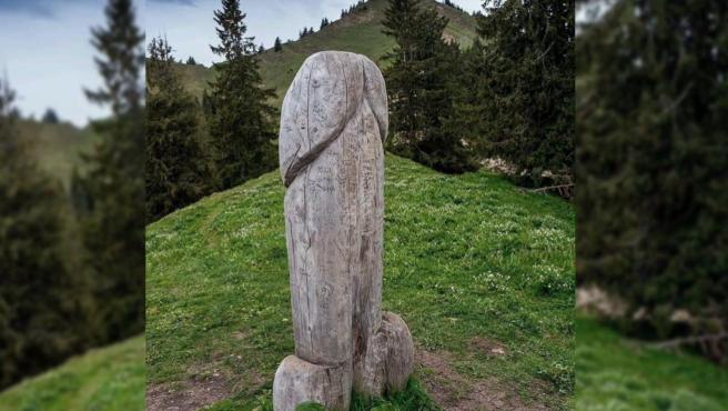 Gran monolito con forma fálica situado en el estado de Baviera, Alemania.