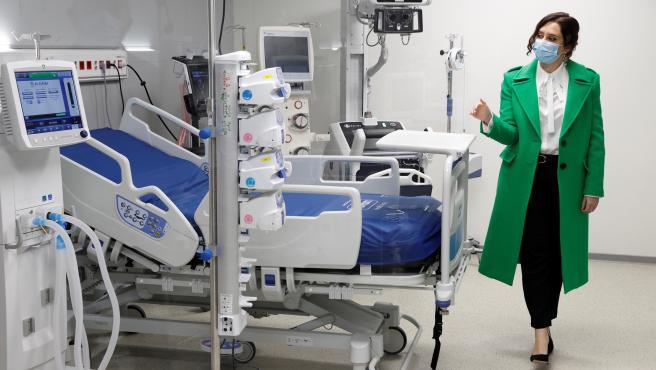 La presidenta regional, Isabel Díaz Ayuso, durante el acto de inauguración del hospital de Emergencias Enfermera Isabel Zendal .